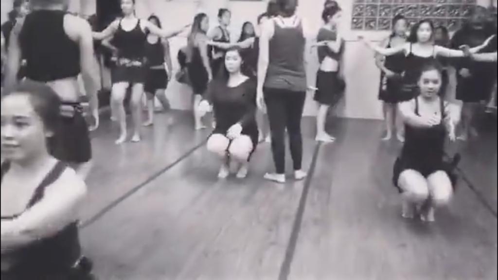 Baile tahitiano. Control motor en flexión cadera.